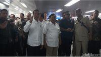 Meet Up! Jokowi-Prabowo Berpelukan di Stasiun MRT Lebak Bulus