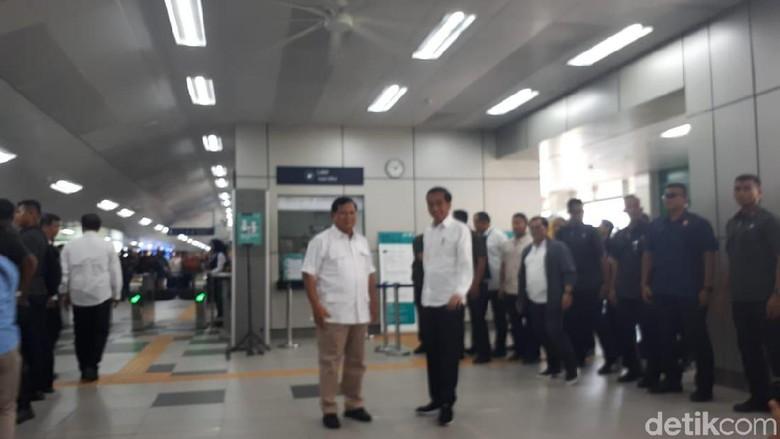 Akhirnya! Jokowi dan Prabowo Bertemu di Stasiun MRT Lebak Bulus