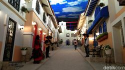 Tilting Village, Ilusi yang Menipu Mata di Trans Studio Cibubur