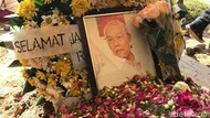 Rudy Badil Dikebumikan di TPU Tanah Kusir