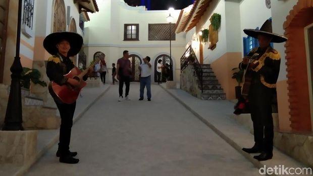 Tiltiing Village, Ilusi yang Menipu Mata di Trans Studio Cibubur