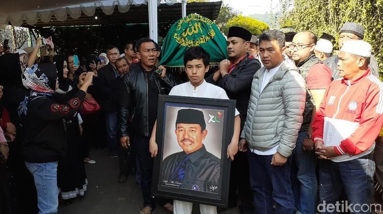 Ikut Salati Jenazah Abubakar, Bupati Bandung Barat Aa Umbara: Dia Guru Saya