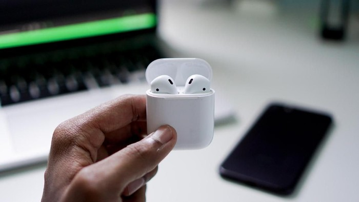 Ilustrasi Apple AirPods. (Foto: Photo by Suganth on Unsplash)