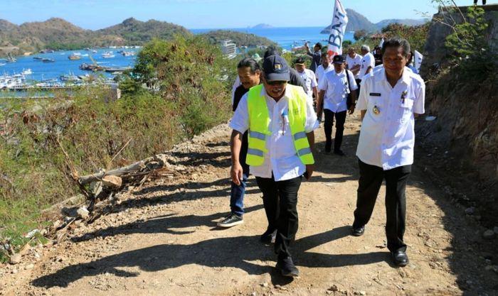 Menteri PUPR Basuki Hadimuljono melakukan kunjungan ke Labuan Bajo. Pool/Kementerian PUPR.
