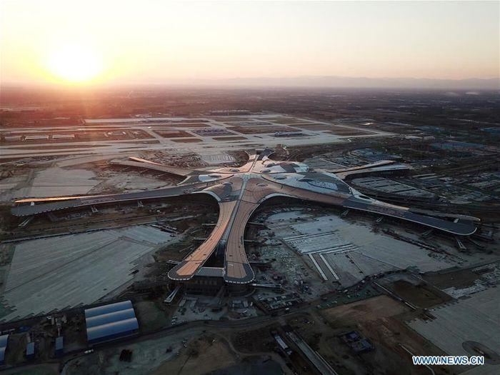 Bandara ini memiliki desain yang unik mirip pesawat alien atau yang lebih dikenal dengan UFO (Unidentified Flying Object).Foto: Dok. Xinhua/Ju Huanzong