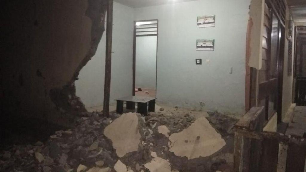 160 Rumah Roboh Akibat Gempa M 7,2 Pulau Bacan