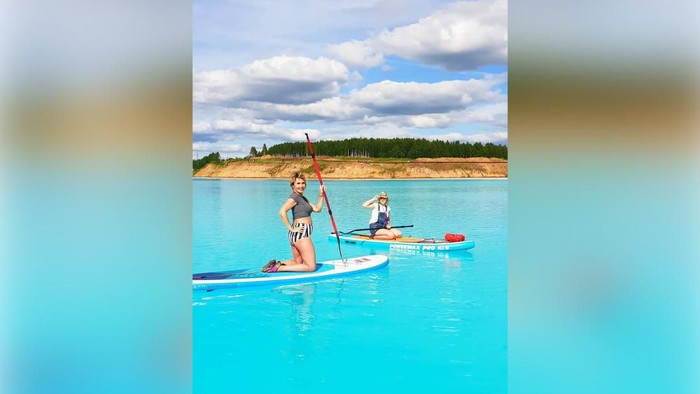 Orang-orang menjadikan kolam limbah kimia ini sebagai tempat wisata. (Foto: CNN)