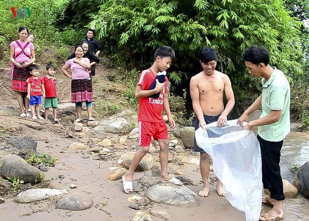 Kejadian ini terjadi di daerah pelosok tepatnya di desa Huoi Ha, Provinsi Dien Bien, Vietnam. (Foto: VOV)