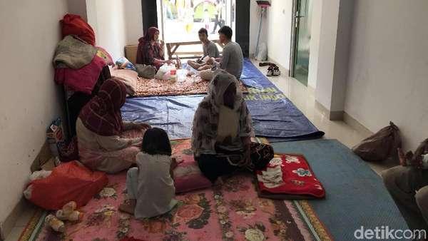 Warga Terganggu Pencari Suaka, Ketua RT: Ada yang Tidur di Emperan Ruko