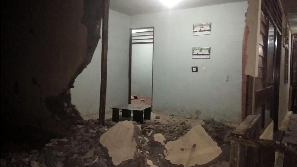 Dinding Rumah Ambruk Akibat Gempa di Pulau Bacan
