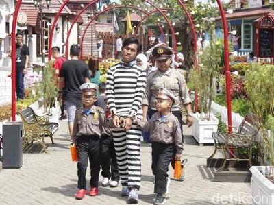Foto: Menjajal Aneka Profesi Seru di Kota Mini