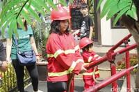 Ada wahana baru di Floating Market, Lembang, namanya Kota Mini. Di sini, si kecil bisa mencoba beraneka profesi, dari pemadam kebakaran hingga polisi. (Yudha Maulana/detikcom)