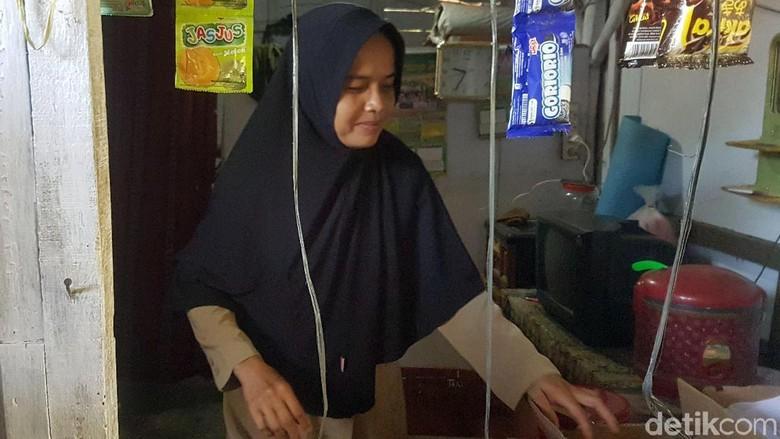 Guru Honorer SD di Pandeglang Dibiayai Kepsek Jadikan WC Sekolah Tempat Tinggal