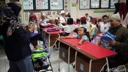 Drama Masuk Sekolah, Rebutan Kursi hingga Berangkat Subuh Antar Anak
