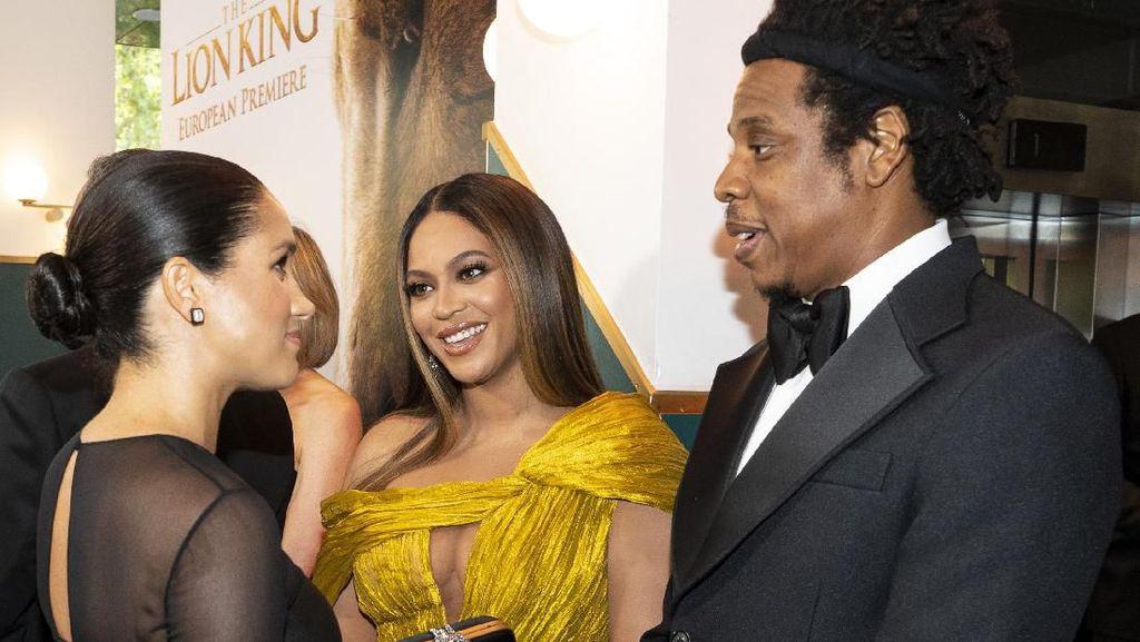 Bertemu Meghan Markle, Beyonce Bergaun Seksi di Premier Lion King