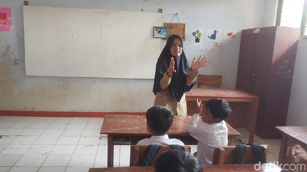Honorer SD di Pandeglang Jadikan Toilet Sekolah Sebagai Tempat Tinggal