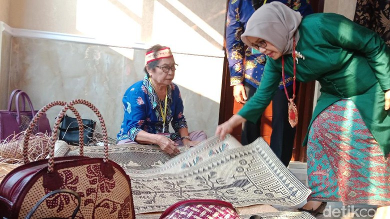 Mufidah Kalla Resmikan Gedung Deskranasda Kalteng