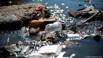 Planet Bumi Tenggelam dalam Lautan Sampah Plastik