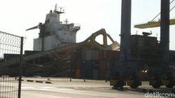 Sialnya Soul of Luck Tabrak Crane Raksasa di Pelabuhan Semarang