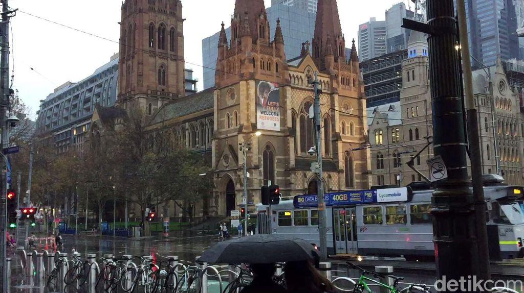Jika berwisata ke Kota Melbourne, Australia, kita bakal temukan beberapa hal menarik berikut ini. Mulai dari besarnya jalur pedestrian yang memanjakan pejalan kaki hingga sepeda yang selalu bisa disewa tiap saat untuk berkeliling kota.