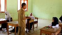 Cuma Ada 6 Murid, Begini Hari Pertama Sekolah di SMP 13 Parepare
