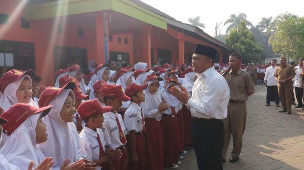 Kunjungi SDN di Tangerang, Mendikbud Imbau Sekolah Awasi Jajanan Murid