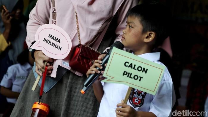 Suasana hari pertama sekolah di SDN 01 Rawa Badak Utara, Jakut (Foto: Pradita Utama)