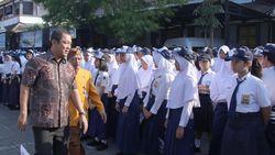 Wali Kota Semarang Ikut Antar Anak di Hari Pertama Sekolah
