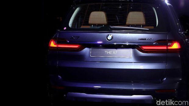 Bagian belakang BMW X7