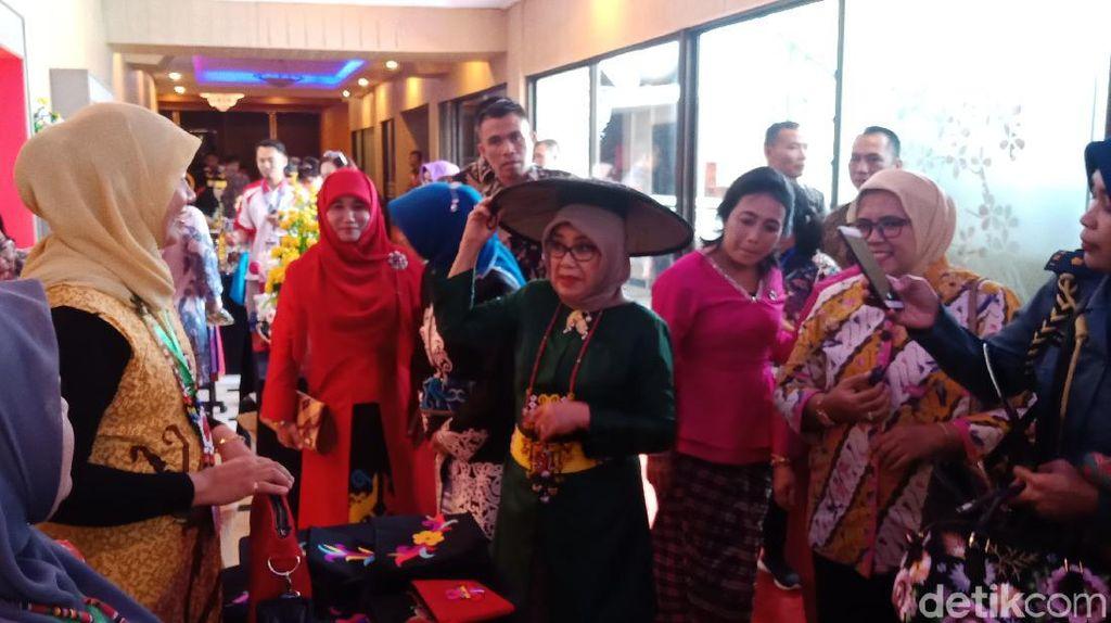 Mufidah Kalla Ajak Perajin Tenun Kaltim Pameran di Jakarta