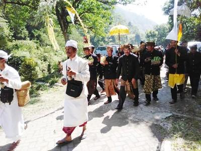 Jelang Yadnya Kasada Warga Suku Tengger Lakukan Prosesi Mendak Tirta