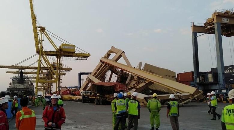 Pasca Crane Roboh, Layanan Terminal Peti Kemas Semarang Kembali Normal