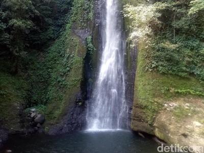 Foto: Air Terjun Berjalur Ekstrem dari Dompu