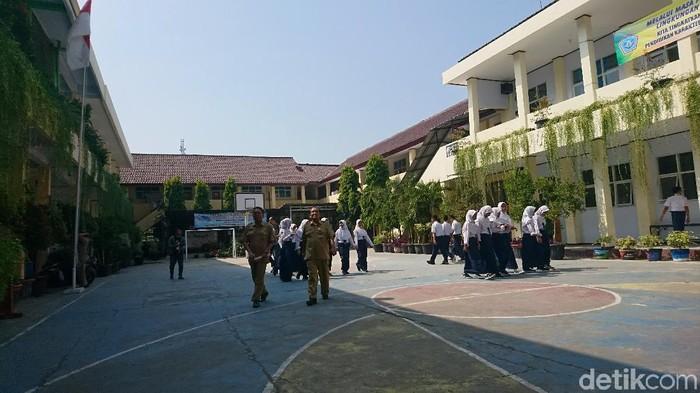 Foto: Hari pertama masuk sekolah di Cilegon, Banten. (Iqbal-detikcom)