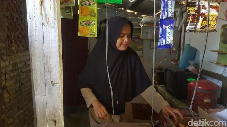 Guru Honorer SD di Pandeglang Jadikan WC Sekolah untuk Tempat Tinggal