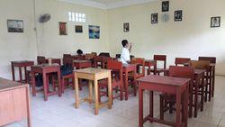 Hari Pertama Sekolah, SMP di Bekasi Ini Cuma Punya 2 Siswa Baru