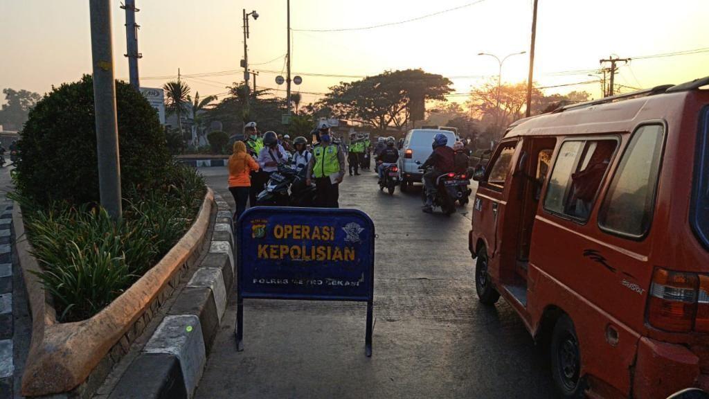 Lawan Arus di Terminal Kalijaya Bekasi, Puluhan Bikers Ditilang