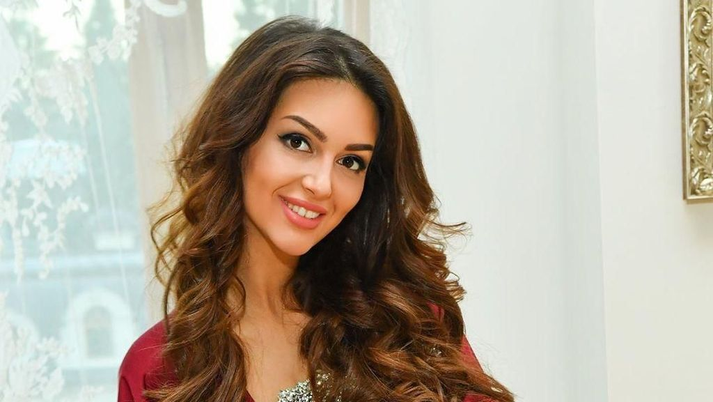 Miss Moscow Nggak Mau Diceraikan Sultan Kelantan, Unggah Foto Berhijab