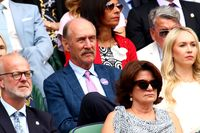 Stan Smith menyaksikan final Wimbledon 2019 antara Federer dan Djokovic dari Royal Box.