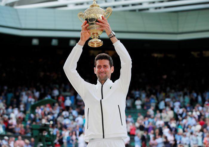 Laga final Wimbledon 2019 berjalan panjang dan ekstra sengit. Setelah menjalani duel lima set nyaris selama lima jam, Novak Djokovic keluar sebagai juara. Andrew Couldridge/Reuters.