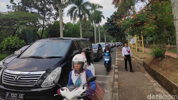 BEM UI: Parkir Berbayar Bikin Macet Parah!