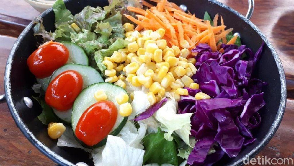 GreenHouse: Main ke Kebun Hidroponik Sambil Cicip Salad Racikan Sendiri