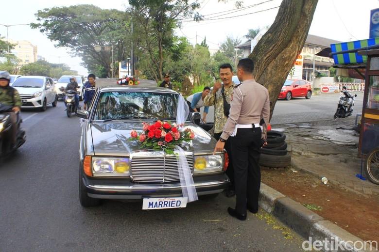 Mobil berpelat Married. Foto: Wakasatlantas Polrestabes Bandung