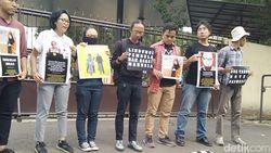 Kasus Novel Belum Terungkap, Koalisi Antikorupsi Aksi Teatrikal Polisi Tidur