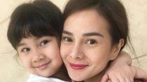 Lika-liku Indra Bekti dan Astrid Tiar Dampingi Anak Sekolah Daring