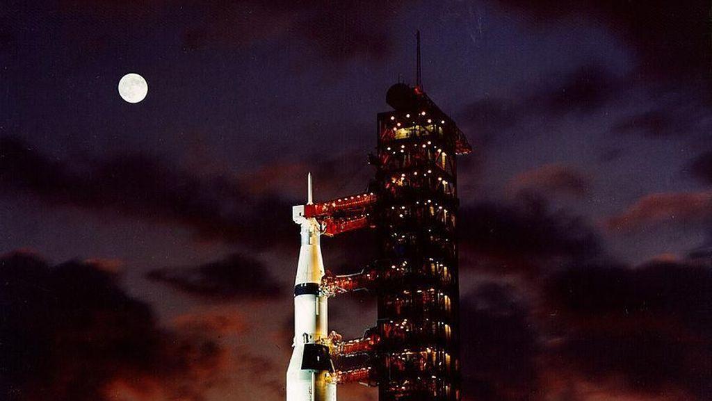Melihat Penerbangan Pertama Manusia Menuju Bulan