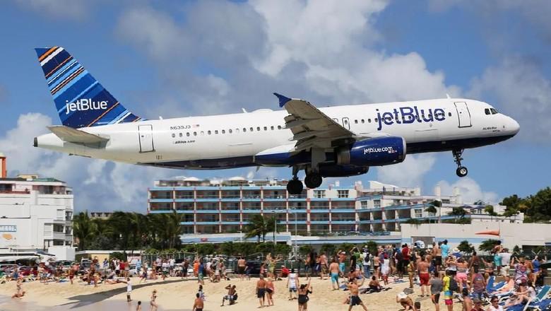 Ilustrasi pesawat jetBlue (iStock)