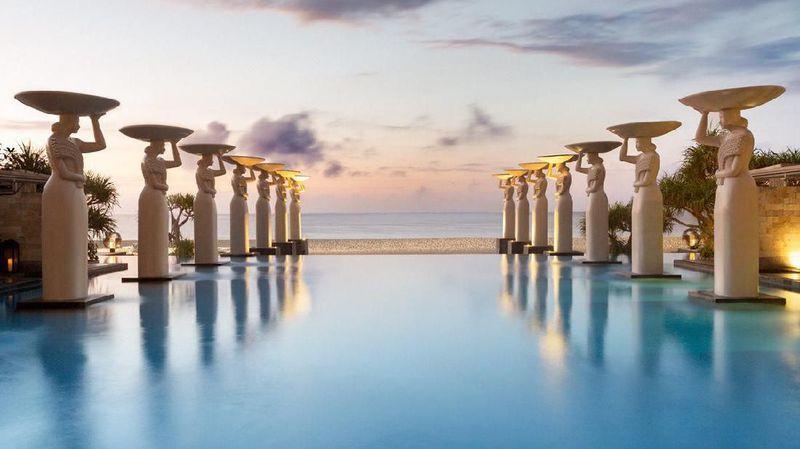 Resor terbaik di Indonesia adalah The Mulia di Pulau Dewata. Letaknya berada di kawasan Nusa Dua, Kuta Selatan, Badung, Bali (The Mulia)