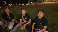 Haris, pemilik Gubug Lanceng, tengah (Ahmad Masaul Khoiri/detikcom)