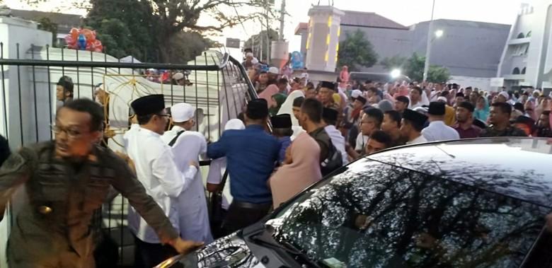 Bus Tabrak Pagar di Pelepasan Haji Sukabumi, 5 Orang Terluka